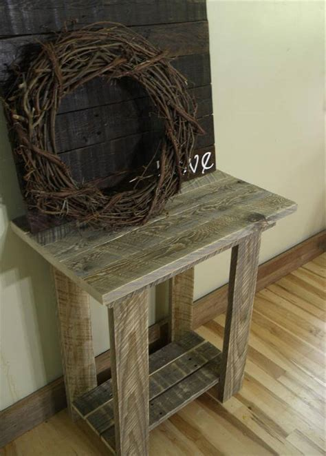 The first pallet coffee table uses four 4″ casters like these ones. Rustic Pallet End Table | 101 Pallets