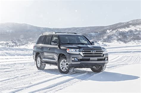 land cruiser toyota 2016 toyota land cruiser first test review motor trend