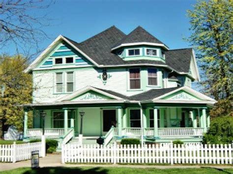 Carpenter Style House by Carpenter Style House House