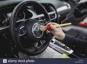 Innenraum Auto Verschönern : ein mann reinigung auto innenraum autoteilen oder ~ Jslefanu.com Haus und Dekorationen