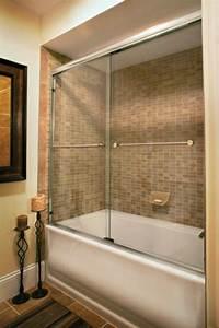 Pare Baignoire D Angle : le pare baignoire coulissant se soigne de votre confort ~ Melissatoandfro.com Idées de Décoration