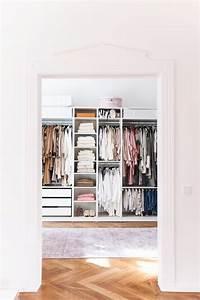 Begehbarer Kleiderschrank Mit Schminktisch : wohnungsupdate mein offener und begehbarer kleiderschrank ~ Markanthonyermac.com Haus und Dekorationen