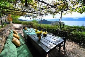Belle Terrasse Avec Vigne  Pour Faire De L U0026 39 Ombre  Laube