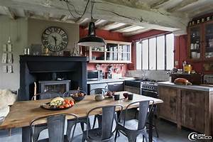 decoration cuisine longere With deco cuisine avec table de salle a manger ancienne