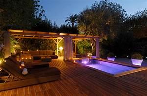Eclairage Terrasse Piscine : liner et clairage pour des piscines hot en couleur ~ Preciouscoupons.com Idées de Décoration