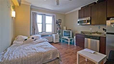 Chicago Apartment Review, 11 West Division, Gold Coast