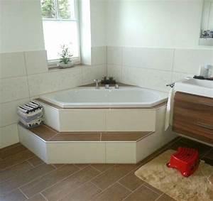 Eckbadewanne Fliesen Bilder : badewanne mit stufe energiemakeovernop ~ Markanthonyermac.com Haus und Dekorationen