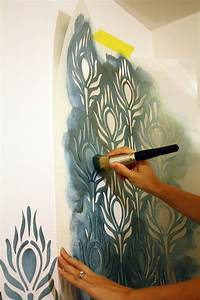 Tutorial how to stencil walls tips and tricks for wall for Interior wall painting ideas stenciling