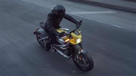 100kmph To Mph by All Electric Harley Davidson Livewire Offers 235km City