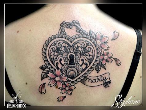 Tatouage Coeur Avec Serure Et Fleur Dos Femme