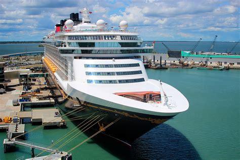 FileDisney Cruise Ship Tied Up At The Disney Terminal ...