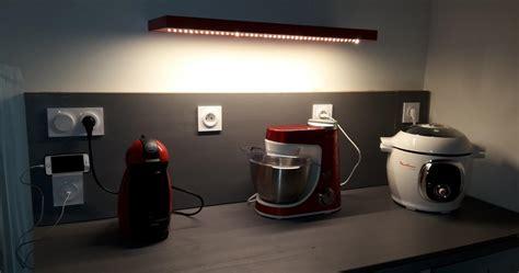 prise electrique design cuisine credence prise electrique capteur photoélectrique
