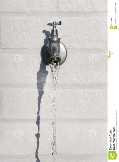 robinet d eau exterieur robinet d eau ext 233 rieur image stock image 32814051