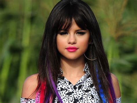 Top 10 Reasons Why Everyone Loves Selena Gomez Despite