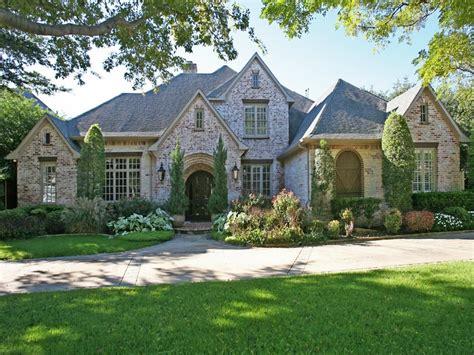 home design dallas 5 dallas homes with landscape designs to make you green