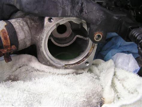 thermostat    located   engine honda
