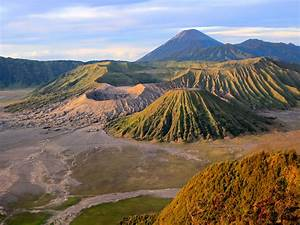 The Most Intense Volcanic Craters in the World - Photos ...