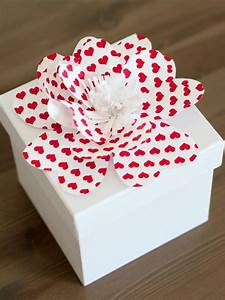 Simple Instructions for Making Decorative Paper Flowers