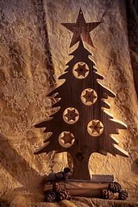 Weihnachtsbaum Holz Deko : weihnachtsbaum aus altholz basteln altholz deko ~ A.2002-acura-tl-radio.info Haus und Dekorationen
