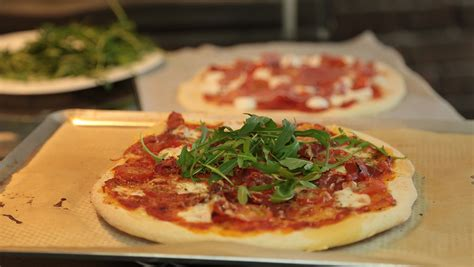 magazine recette de cuisine recette de pizza italienne maison facile en vidéo