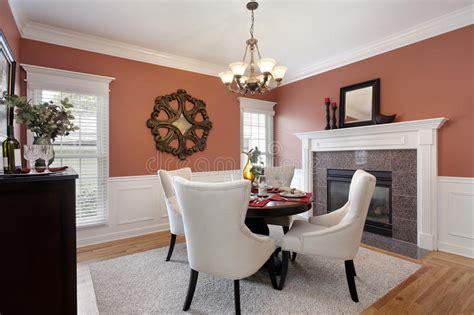 pareti sala da pranzo sala da pranzo con le pareti arancioni fotografia stock
