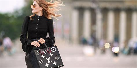 louis vuitton handbags        compliments emirates woman