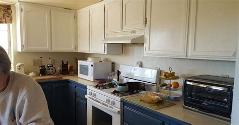 how can i paint my kitchen cabinets how can i get a crackle look on my newly painted kitchen 9244