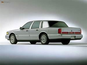 Lincoln Town Car 199497 Photos 1024x768