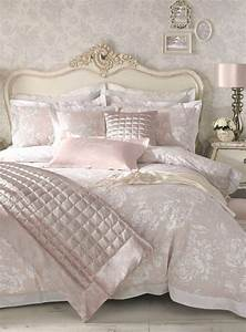 Enticing Cream And White Bedding Classic Bedroom Luxury