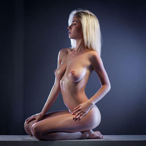 Natalia Romanycheva  nackt