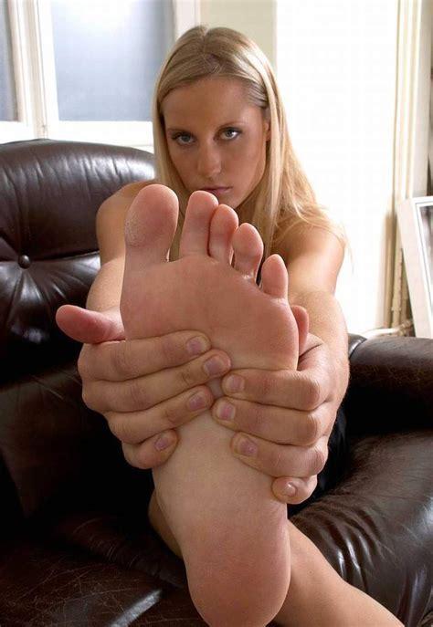 Giantess Foot Worship Stories Smelly Female Stocking Feet