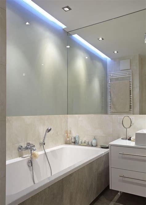 Kleines Badezimmer Fenster by Indirekte Deckenbeleuchtung Und Spiegelwand Im Kleinen Bad