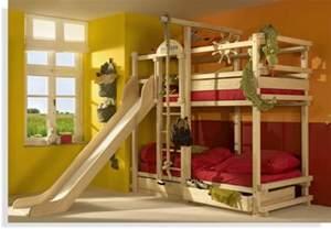 rutsche für kinderzimmer hochbett mit rutsche spaß im kinderzimmer archzine net