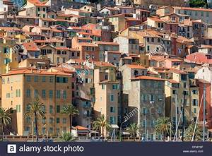 The tightly clustered buildings of old Menton Stock Photo ...