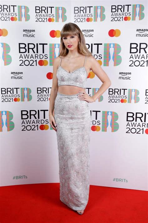 Taylor Swift DAZZLES in MiuMiu as she accepts the Global ...