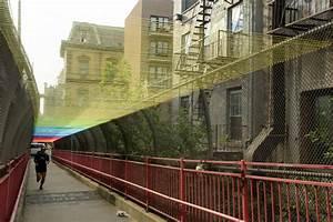 Artist hottea installs yarn rainbow on new york citys for Hottea williamsburg bridge rainbow
