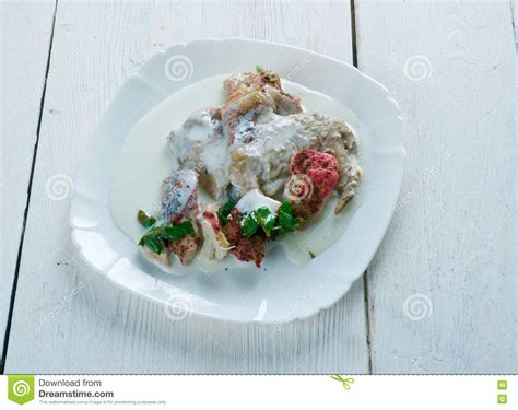 cocotte en terre de poulet de yaourt photo stock image
