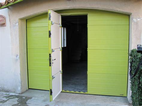 porte de garage sectionnelle avec portillon couleur hors