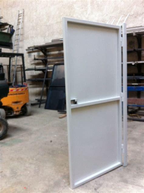 cadre de porte metallique porte metallique martigues m 233 tal concept