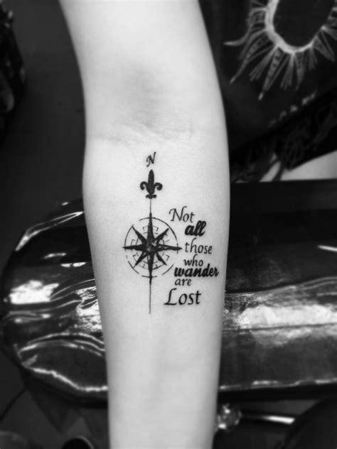 tattoo unterarm frau kompass spruch tattoo unterarm frau