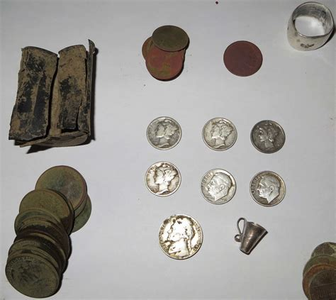 Huge mansion gives up 7 silvers and modern coin cache ...