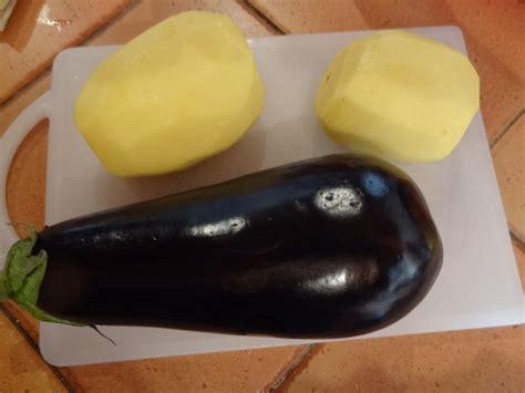 cuisiner des aubergines au four pommes de terre et aubergines au four la tendresse en