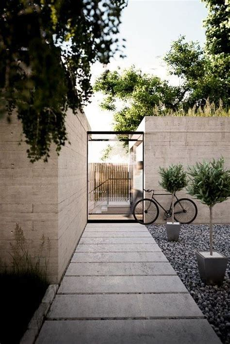contemporary white stone courtyard landscaping