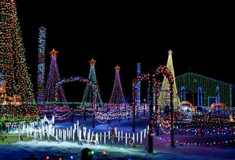 top christmas towns  activities  ohio