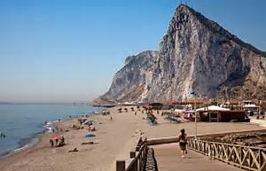 Gibraltar blockade: Spain stops 10,000 vehicles at border sparking SIX ... Gibraltar