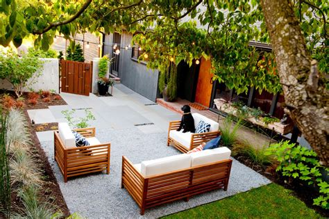 modern seattle courtyard with bluestone paving and string