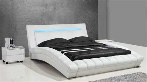coffre canapé lits design en cuir joe un lit moderne en cuir au
