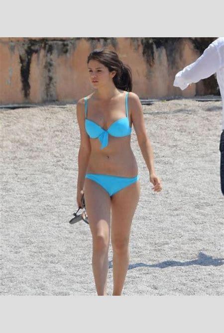 Selena Gomez Bikini Pics ~ DISNEY STAR UNIVERSE