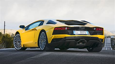 Lamborghini Aventador S (2017) Review