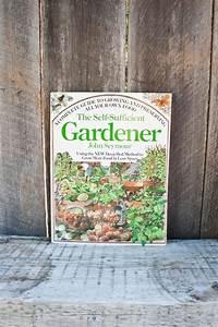 The Self-sufficient Gardener - John Seymour
